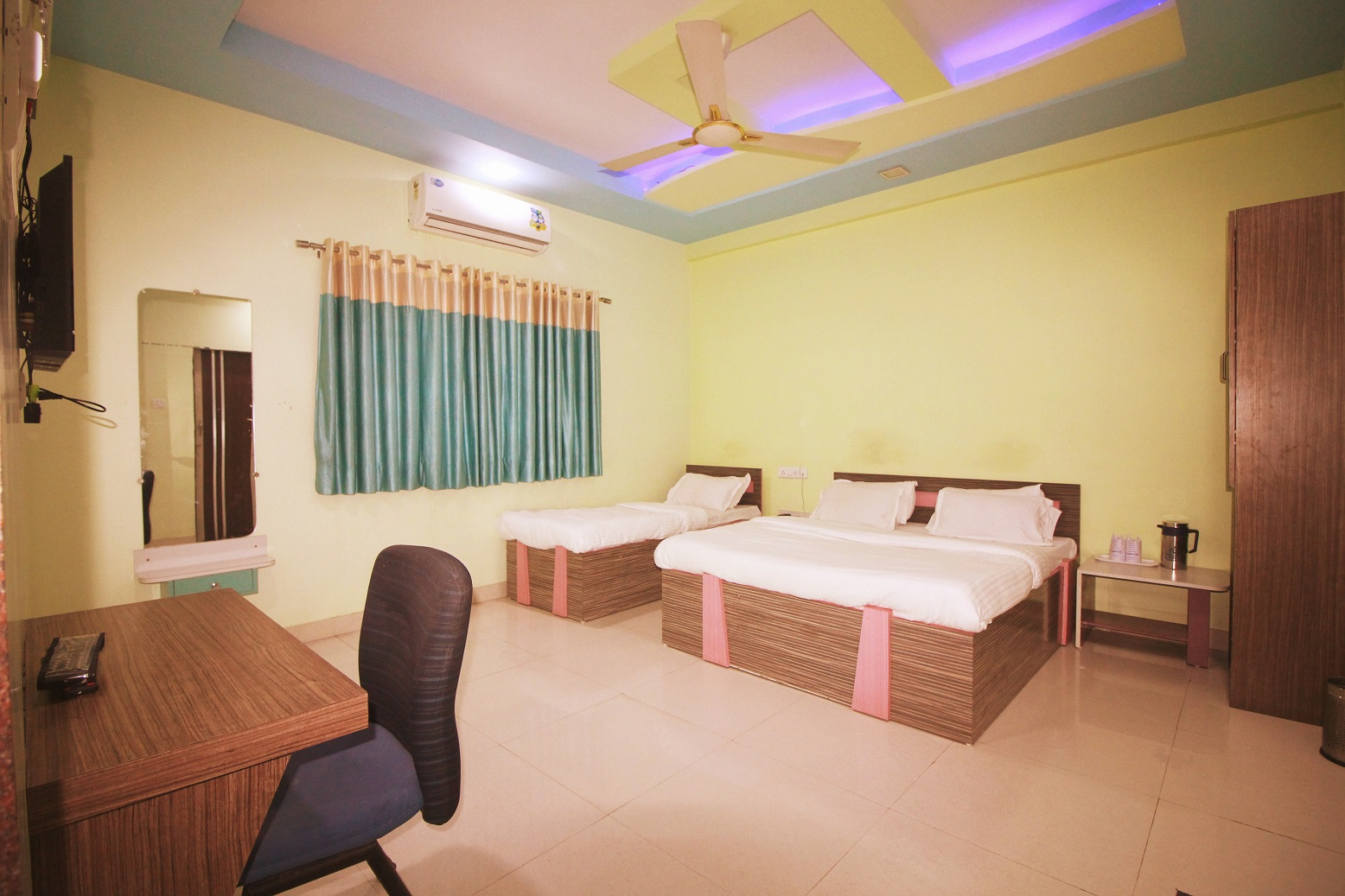 Superior Three Bedded AC Room at Hotel Somnath Sagar