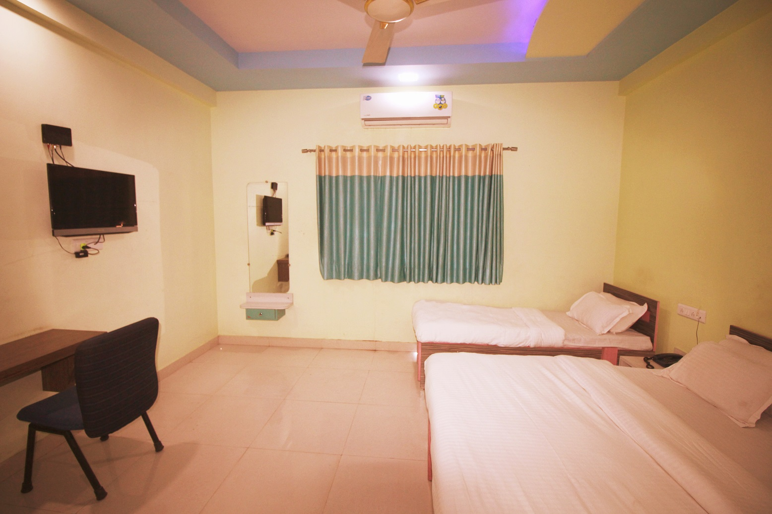 Hotel Somnath Sagar - Superior Three Bedded AC Room2