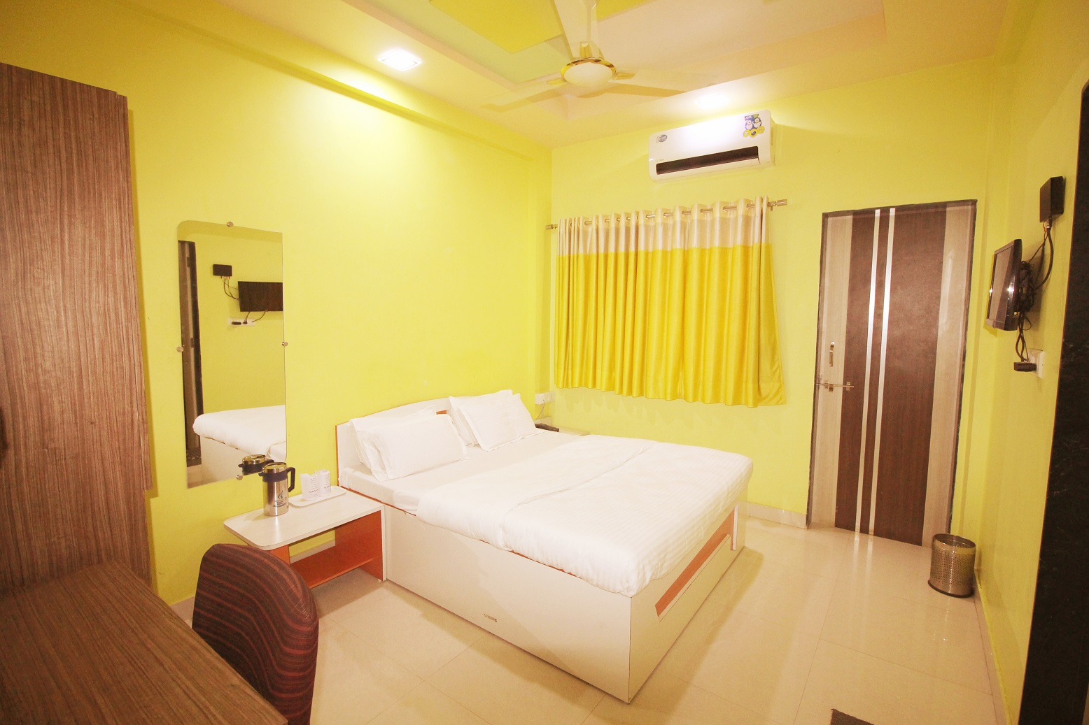 Hotel Somnath Sagar - Superior AC Room1