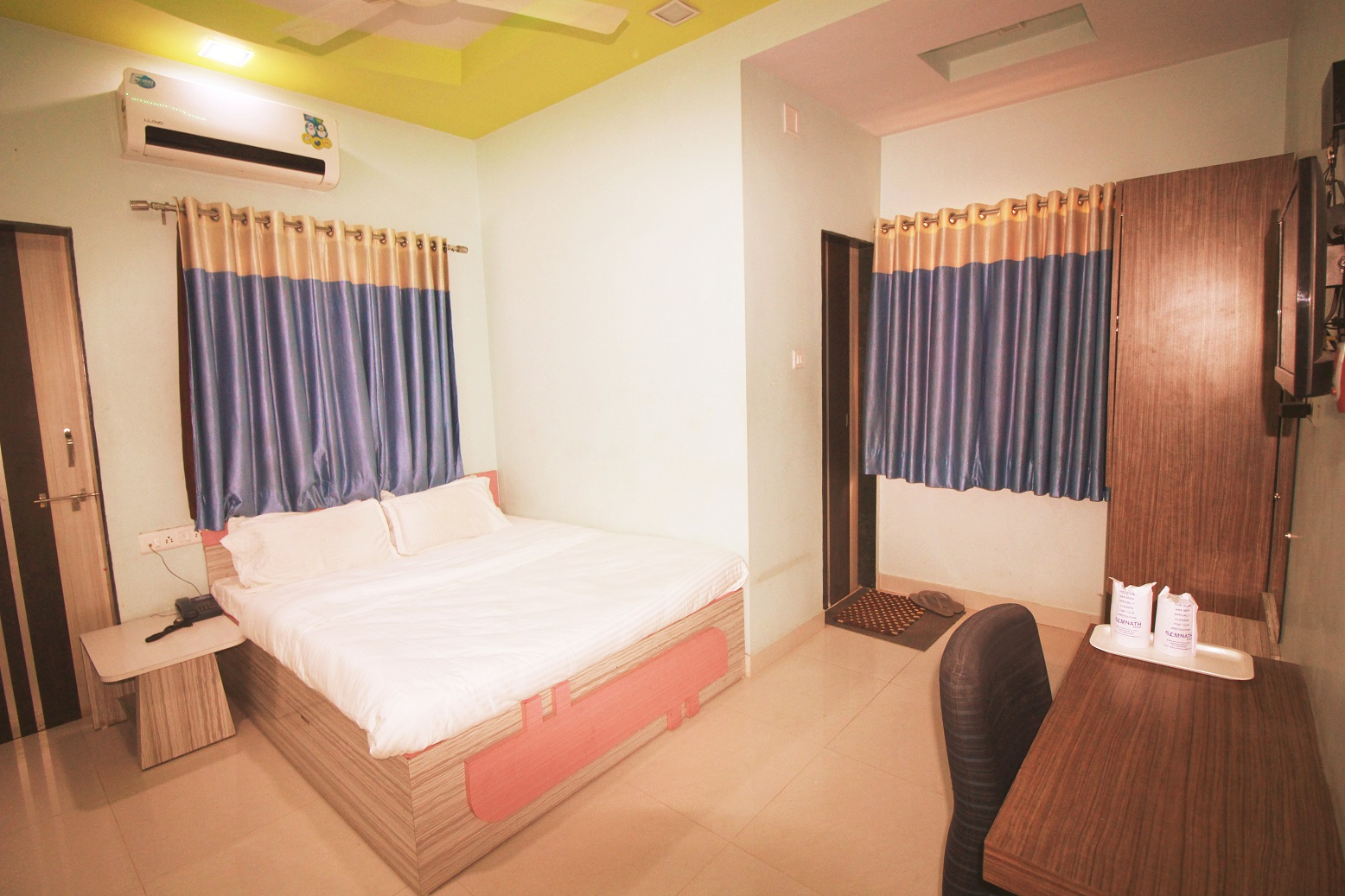 Superior AC Room at Hotel Somnath Sagar