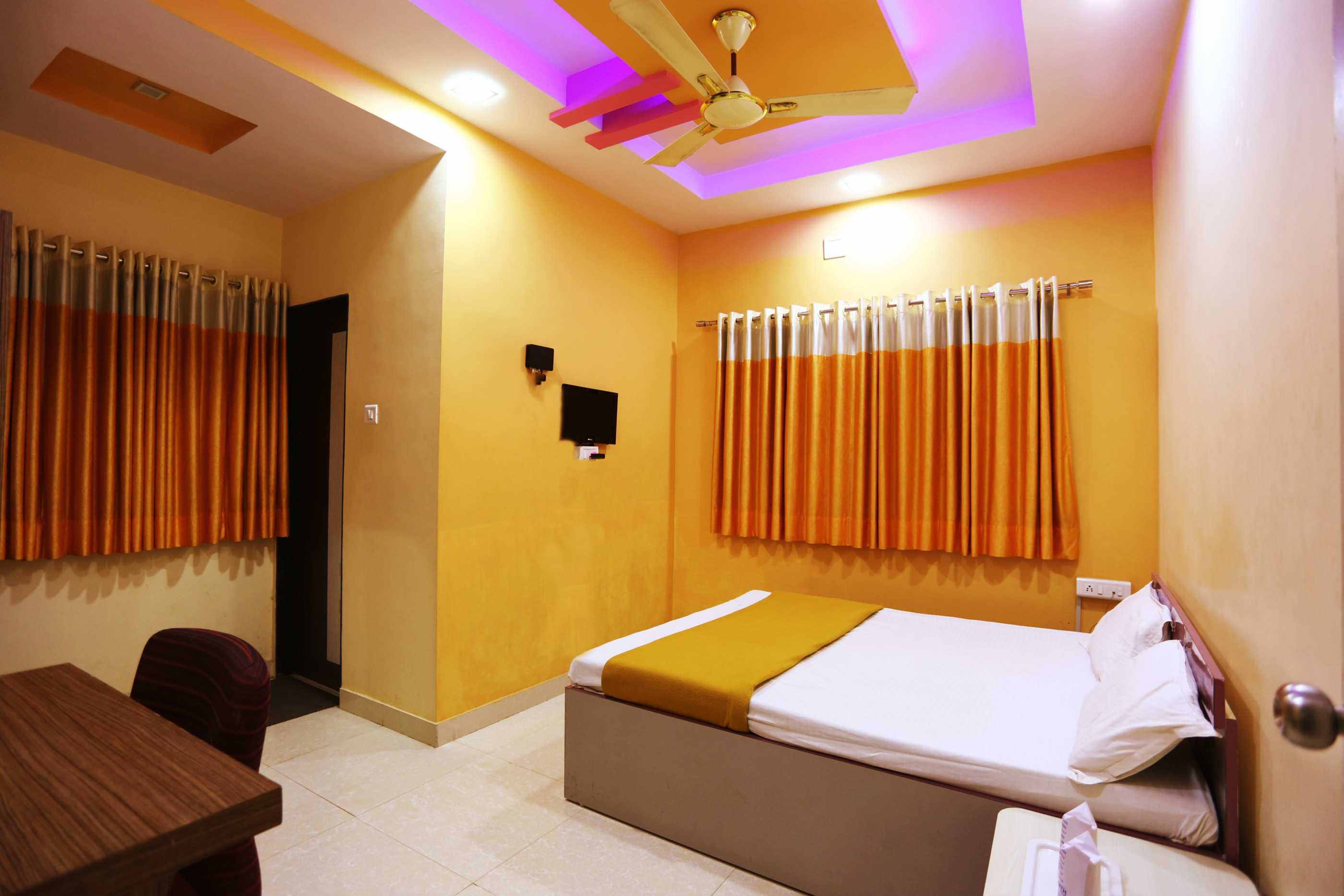 Superior NON AC Room at Hotel Somnath Sagar